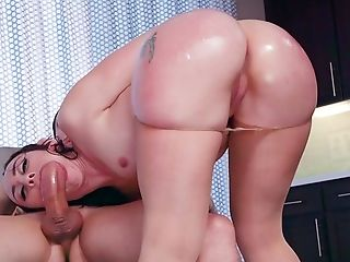 Mandy Muse Gets Monster Salami To Ruin Her Cock-squeezing Butt