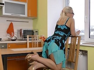 Vid Of Provocative Blonde Matures Luba Love Fingerblasting Her Cunt