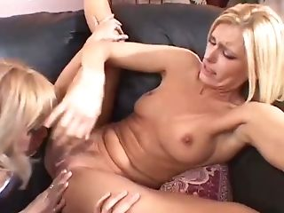 Hot Girl/girl Honies Perform Amazing Threesome On Sofa